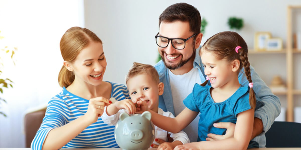 family with piggy bank - financial planning services for families farmington CT